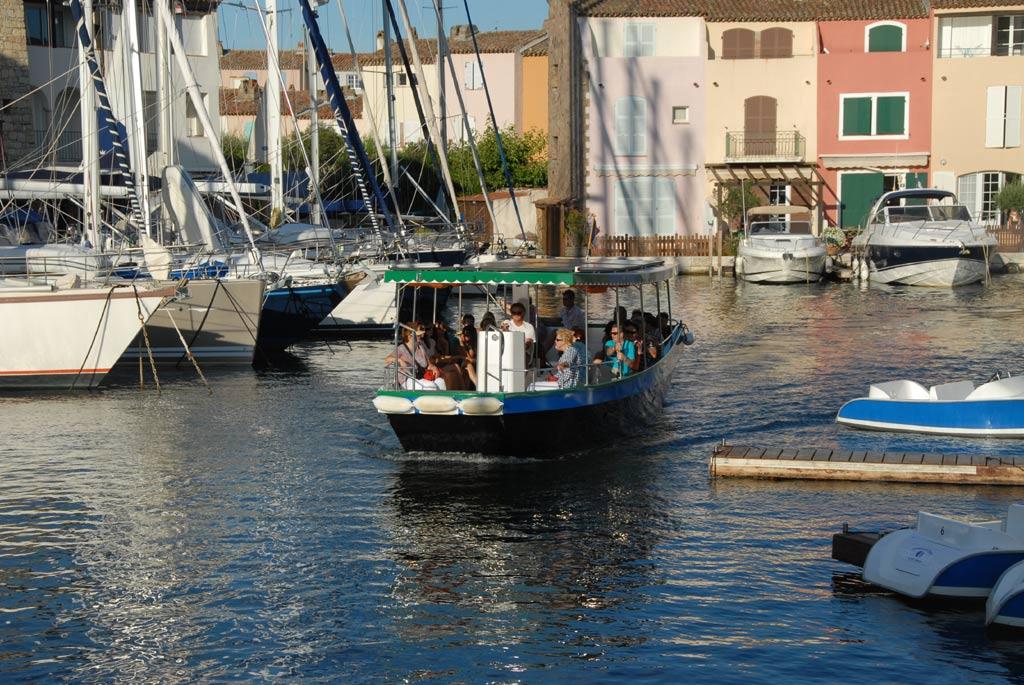 les coches d'eau sont associées au développement touristique, aux promenades fluviales et circuits nautiques.