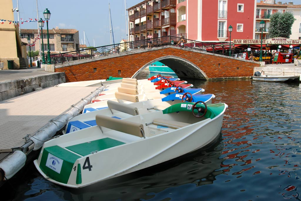 Location Barques Electriques Port Grimaud Cité Lacustre