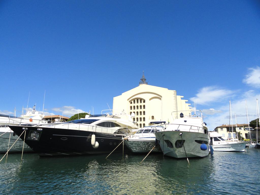 Les coches d'eau Port Grimaud, visite de la cité Lacustre en images